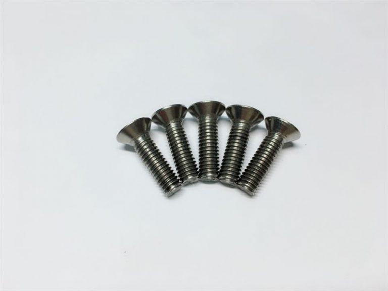 M3, M6 titanskrue fladhoved sokkelhoved titanium flangeskruer til rygmarvskirurgi
